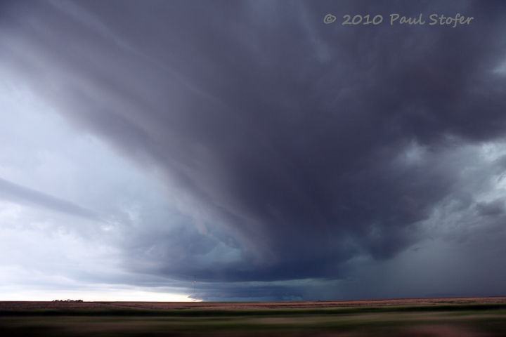 Strong rotating thunderstorm near Grove, Kansas